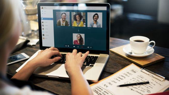 Komunikasi via video call saat wfh